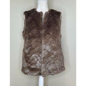 H&M Women's Faux fur Clasp Fuzzy Front Vest Size 6